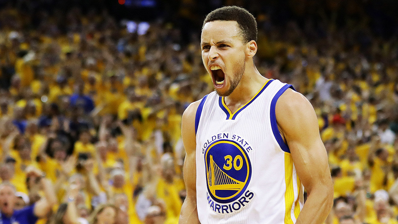 El jugador Stephen Curry de Golden State Warriors celebra una anotación